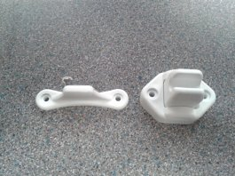 SMALL MALE DOOR RETAINER WHITE 2011